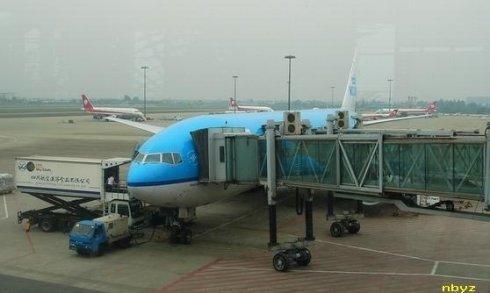 机组人员也来到登机口