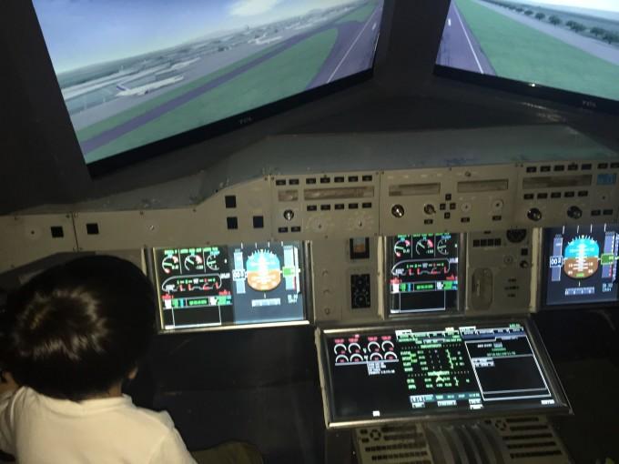 模拟驾驶飞机,这个好玩.