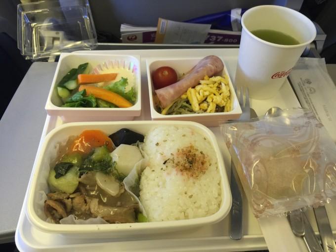回程的日航飞机餐,依然色香味俱全.