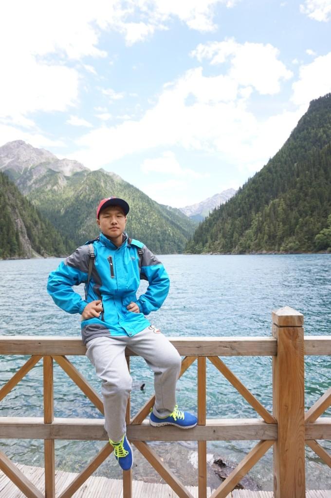 左边呢只有两个景点是可以下车游览的,也就是最上边的长海和五彩池