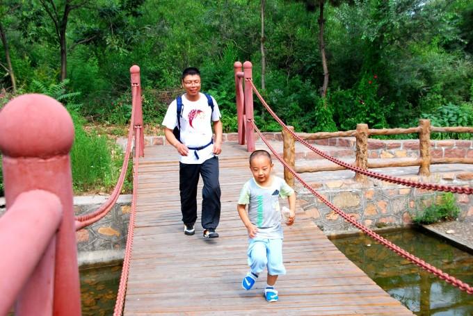 山叶口村距唐山50公里,京哈高速迁安榛子镇出口下北行35公里即到,沿