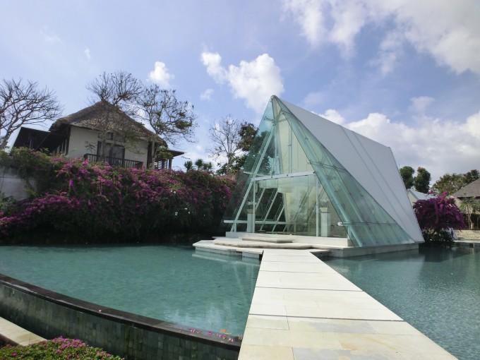 位于风景优美的乌鲁瓦图区,从爱丽拉乌鲁瓦图别墅酒店可俯瞰巴厘岛