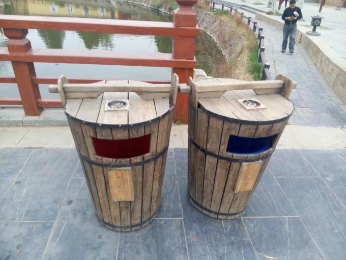 古代水桶式的垃圾桶