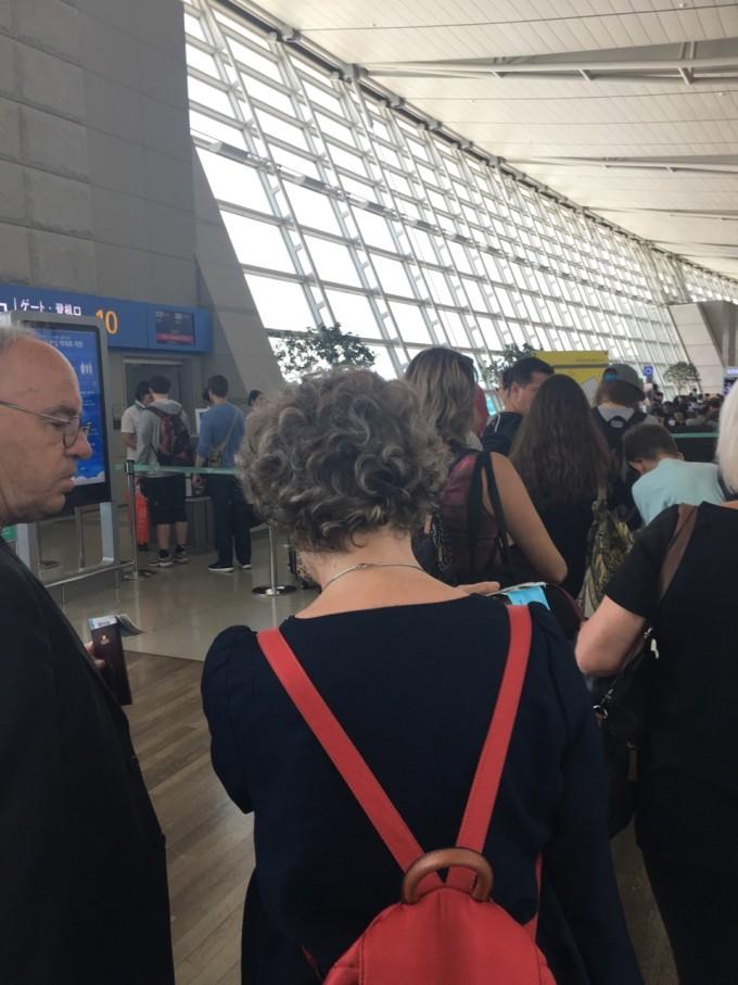 法国下飞机后入境流程