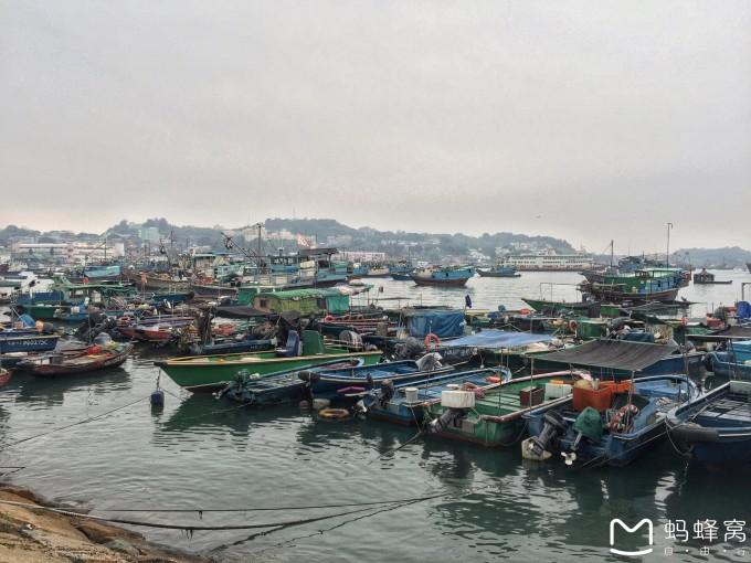附上香港地铁图及长洲岛地图 出码头的那条街感觉专为游客设置的,在岛